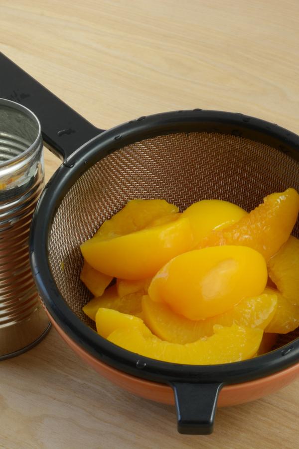 draining peaches