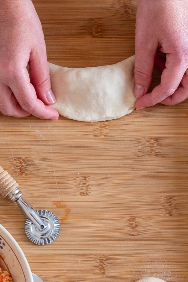 seal edges calzone