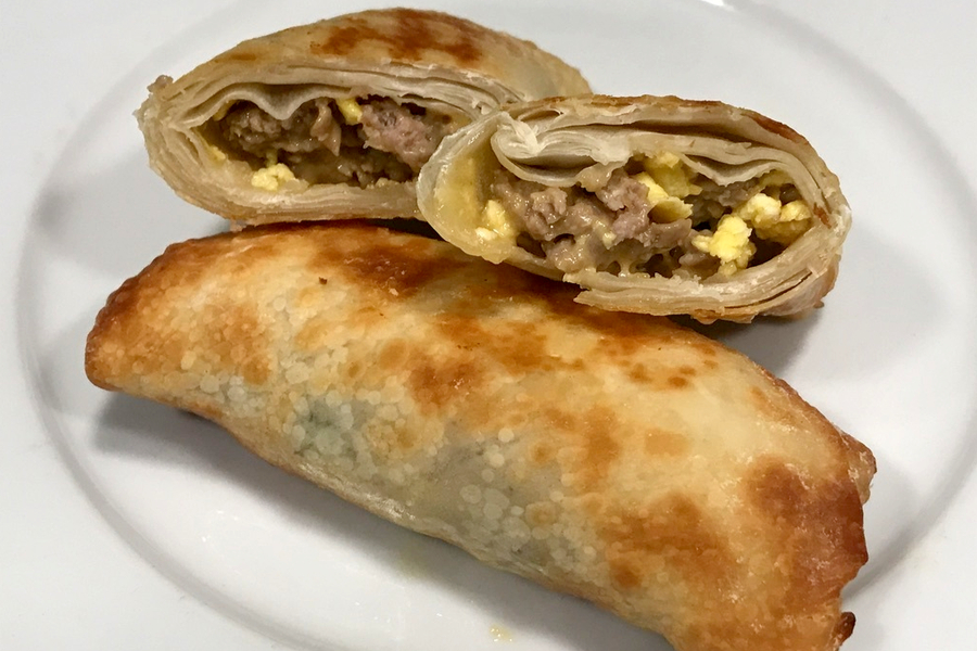 air fryer breakfast egg rolls