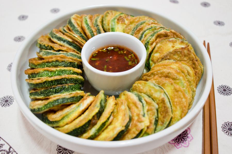 zucchini chips with thai chili