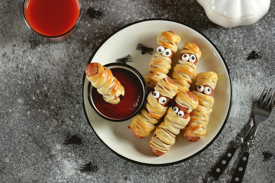 mini hot dog mummies